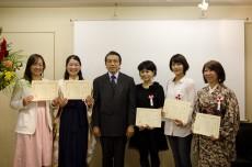 高橋理事長と受賞者 - コピー